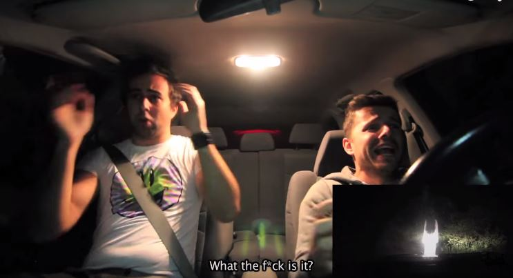 broma-paranormal-en-coche