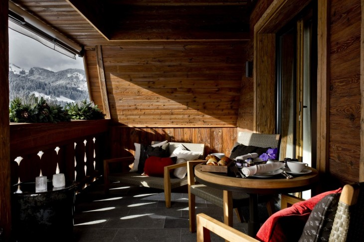 Alpina-Gstaad-balcony-suiza