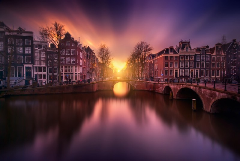 atardecer-Beautiful-Image-of-Sunset-over-the-Canals-of-Amsterdam