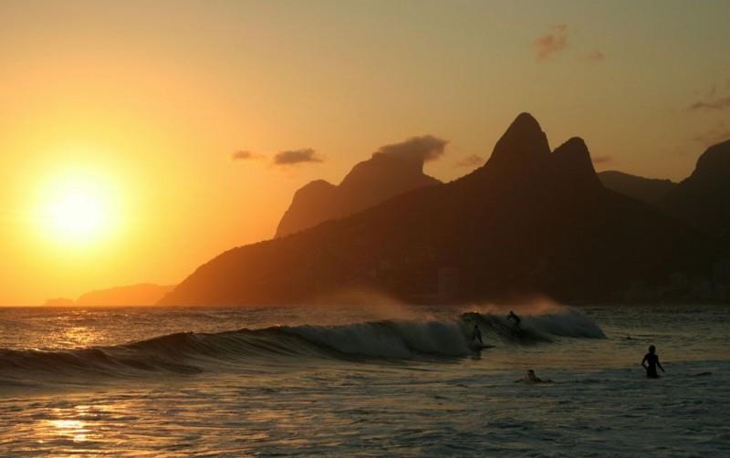 atardecer-surfing-praia-ipanema-rio-de-janeiro