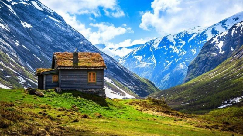 cabana-entre-la-montana-Noeruega