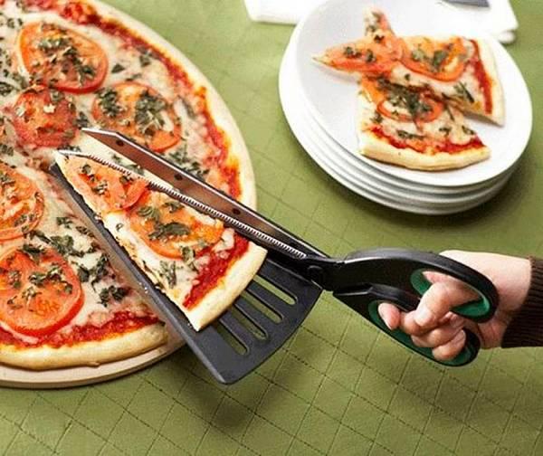inventos-raros-tijeras-cortar-pizza