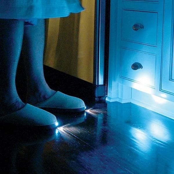 inventos-raros-zapatillas-linterna