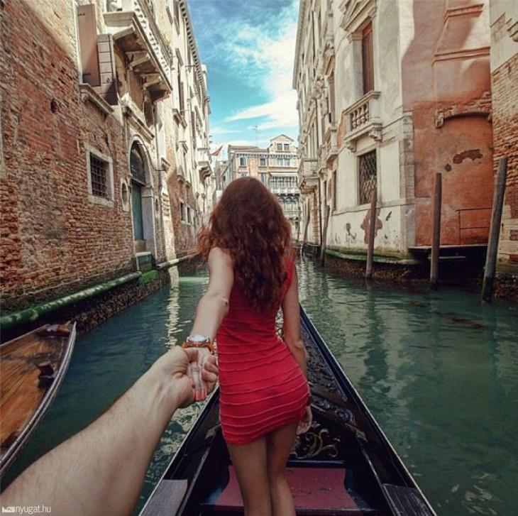juntos sobre una gongola en Venecia