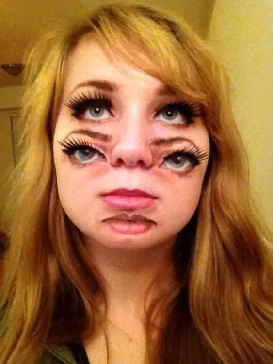 maquillaje-cuatro-ojos-dos-bocas-halloween