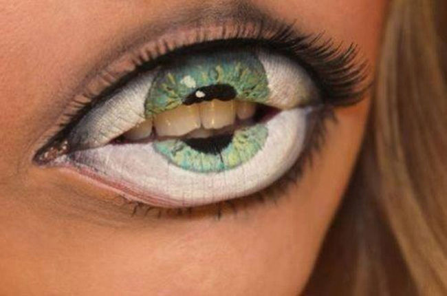 maquillajes-para-halloween-ojo-en-la-boca