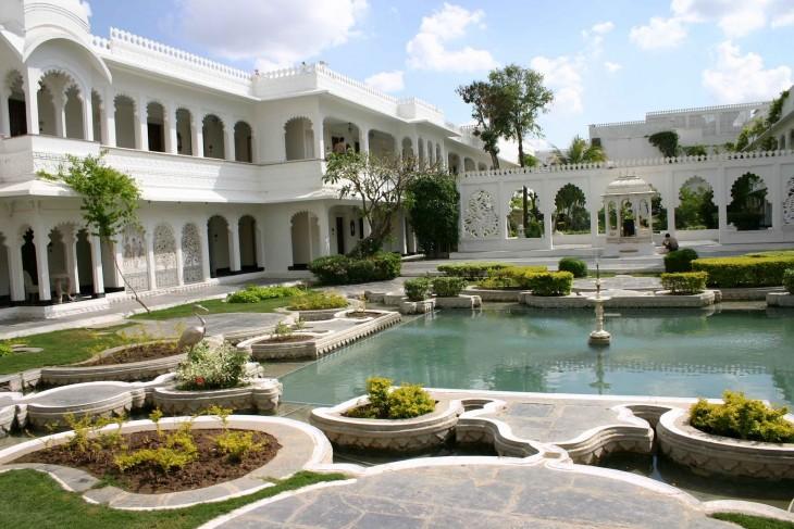 palacio-taj-lake-india
