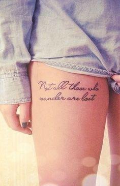 tatuajes-frases-en-la-pierna-para-mujeres