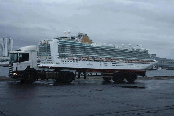 trailer-remolcando-crucero