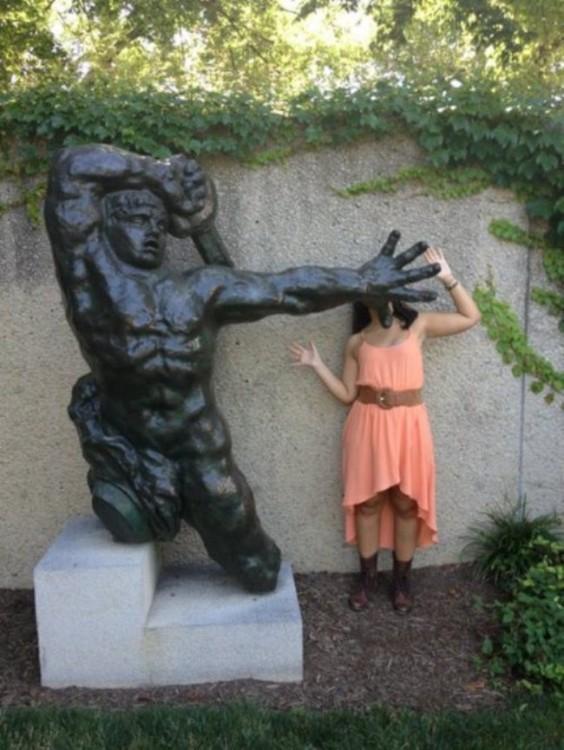 fotos-de-personas-con-estatuas-3