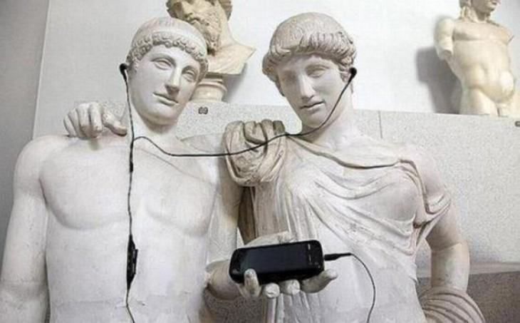 fotos-de-personas-con-estatuas-4