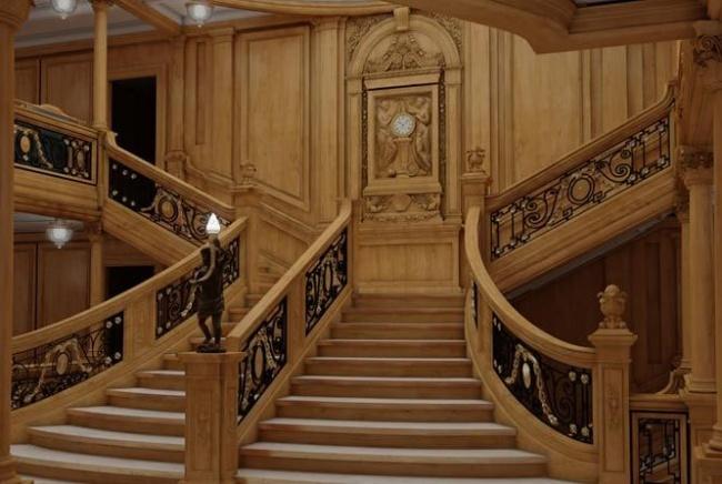 escalera-central-nuevo-titanic