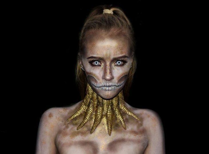 chica que se convierte en monstruo con el maquillaje (1)