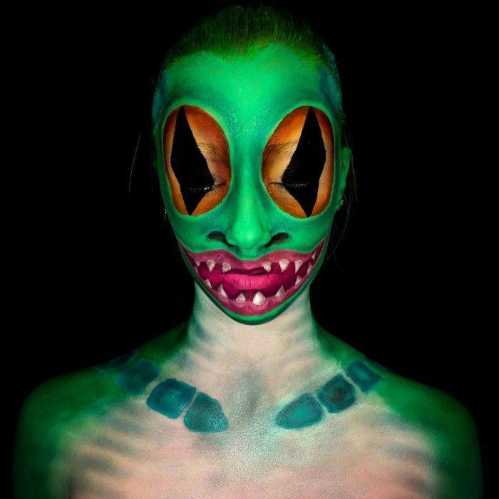 chica que se convierte en monstruo con el maquillaje (11)