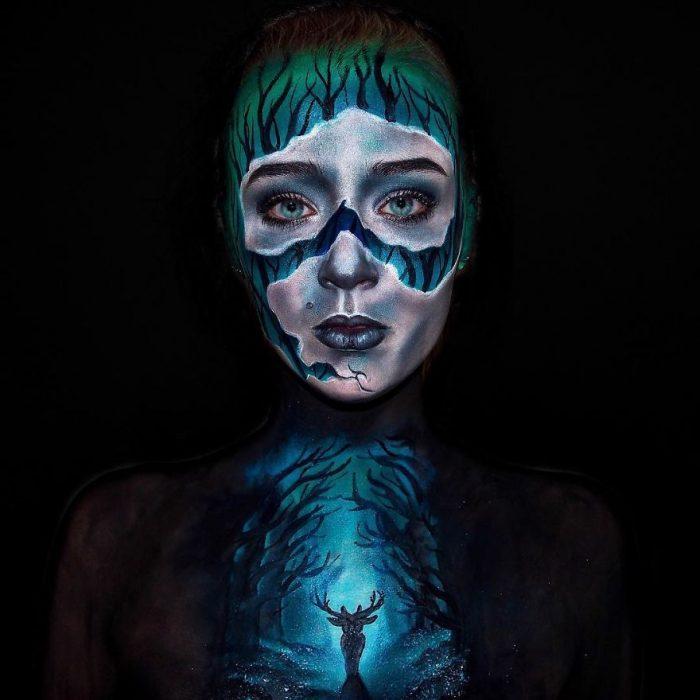 chica que se convierte en monstruo con el maquillaje (2)