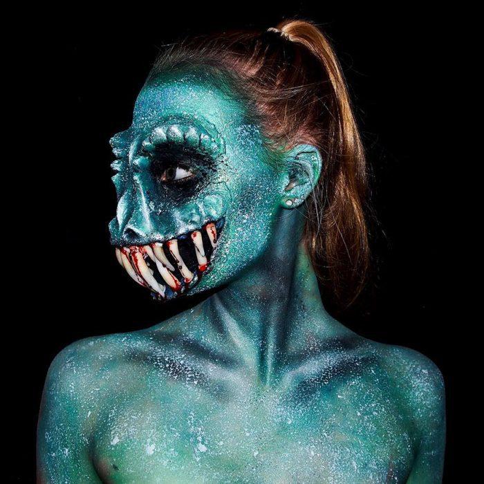 chica que se convierte en monstruo con el maquillaje (4)
