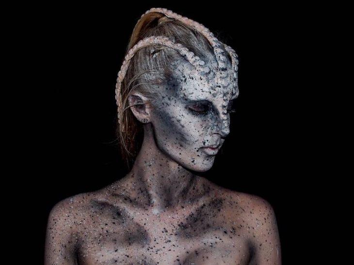 chica que se convierte en monstruo con el maquillaje (7)