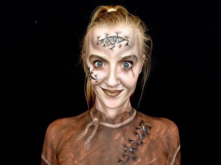 chica que se convierte en monstruo con el maquillaje (9)